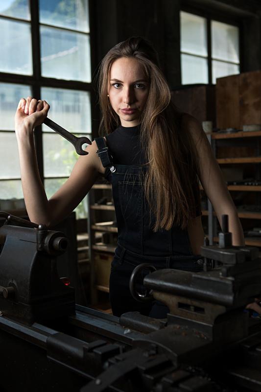 0033_160610_Foto-Coaching 4_Portraitfotografie in alter Fabrik_Freitag_08